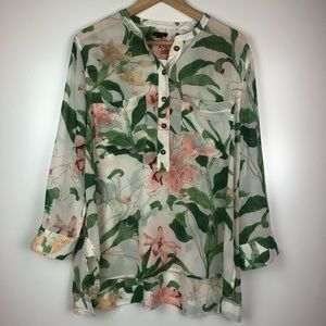 NWT Ann Taylor Floral Blouse in Size Large